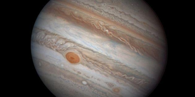 Si miras al cielo esta noche, verás Júpiter más grande y brillante que