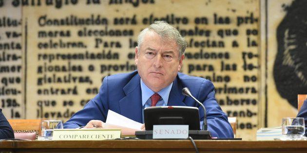 El presidente de RTVE usa la Coca-Cola de Espinar para defender la imparcialidad de