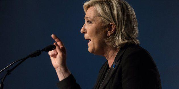 MONSWILLER (FRANCIA), 04/05/2017.- Marine Le Pen, líder del Frente Nacional (FN) y candidata a las elecciones...