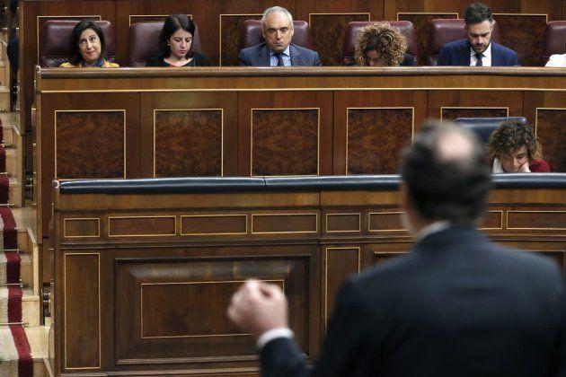 La portavoz parlamentaria socialista, Margarita Robles, junto a los diputados socialistas, Adriana Lastra...