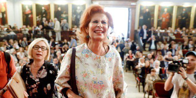 Carmen Alborch, a su llegada al acto en el que recibió la medalla de la Universitat de