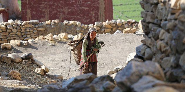 Numerosas personas han tenido que abandonar el área nepalí de Mustang debido a las sequías producidas...