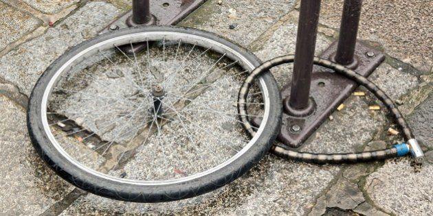 Roban la bici al ministro flamenco de Movilidad cuando iba a un acto para promocionar este