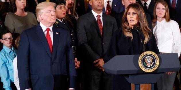 Donald Trump escucha las palabras de Melania Trump sobre la crisis de adicción a los