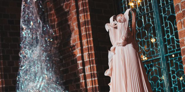Instalación expuesta en el Ayuntamiento de Estocolmo que muestra la transformación de plástico a