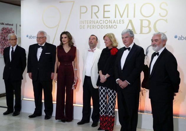 El 'look' de la reina Letizia en los premios ABC: ¿Qué te