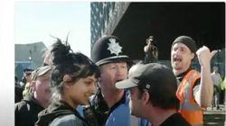 Por qué esta foto de una joven plantando cara a la extrema derecha está dando la vuelta al