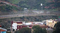 Más de 300 inmigrantes entran en Ceuta tras un salto a la valla que ha dejado 11