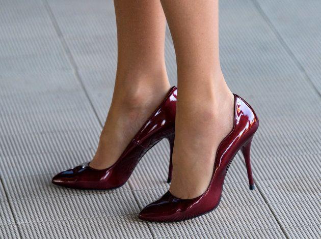 Detalle de los zapatos de la reina Letizia durante su reunión con la OMS en Ginebra, los mismos que llevó...