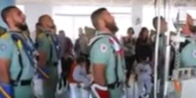 Twitter se indigna con los legionarios por cantar 'Novio de la muerte' a niños con