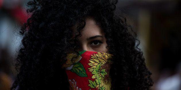 Manifestante en una de la marchas feministas contra el Gobierno de Michel Temer, en Brasil, durante el...