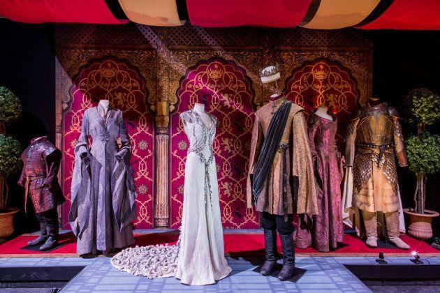 De izquierda a derecha, los trajes de Tyrion Lannister, Sansa Stark, Margaery Tyrell, Joffrey Baratheon,...