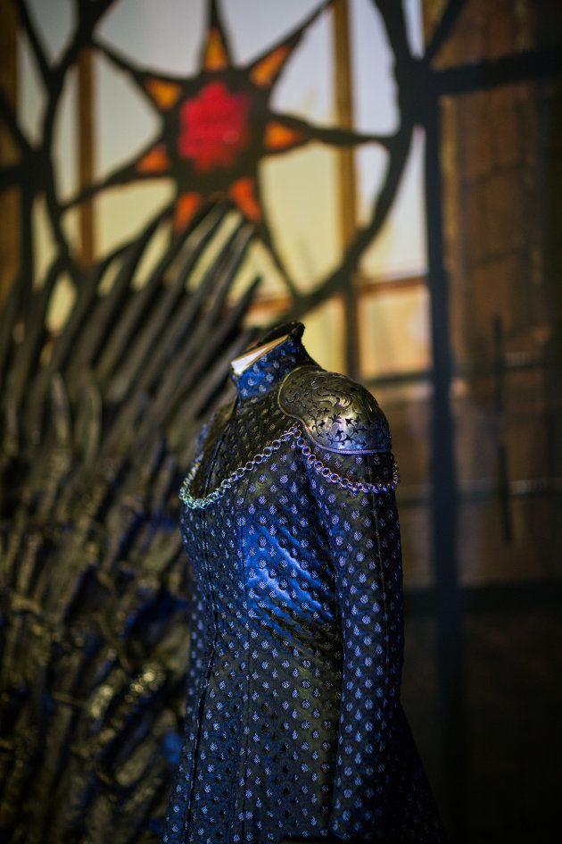 Vestido de luto de Cersei Lannister cuando es coronada reina regente de los Siete Reinos, tras la muerte...