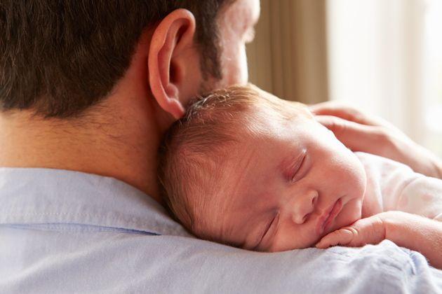Iguala los permisos parentales si quieres terminar con la penalización salarial por