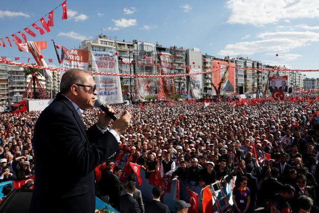 El presidente Erdogan se dirige a sus simpatizantes en un mitin en Esmirna, el pasado 9 de