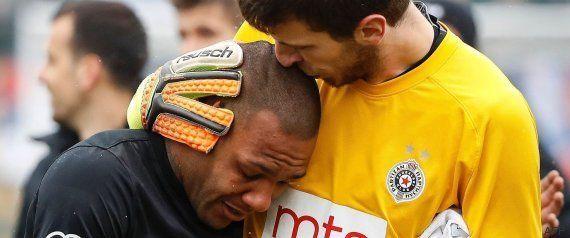 Un futbolista brasileño en Serbia llora tras aguantar insultos racistas durante un partido