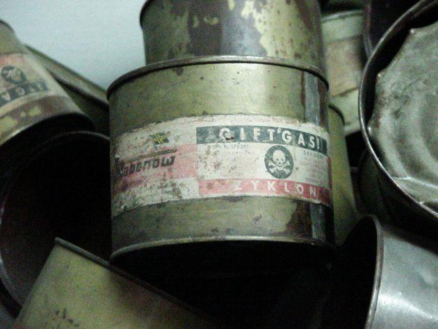 Latas de Zyclon B usadas en el