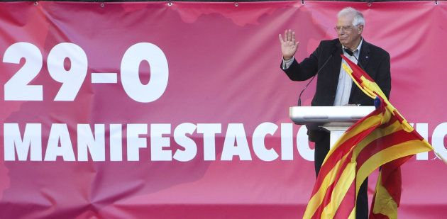 Miles de personas se manifiestan en Barcelona contra la