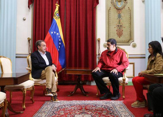 Cachondeo en Twitter con los zapatos que Zapatero llevó en su reunión con