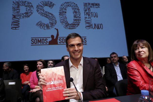 Pedro Sánchez, un 30% por delante de Susana Díaz en redes, teme al censo del