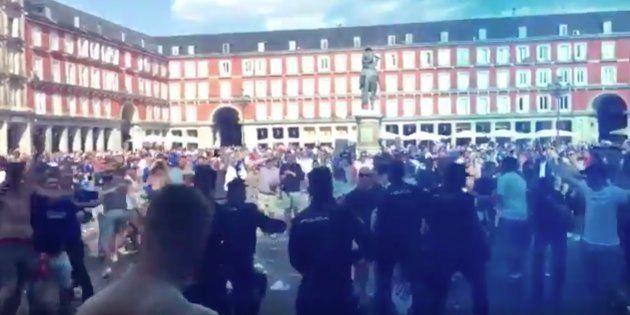 Batalla campal en Madrid entre la policía y los hinchas del