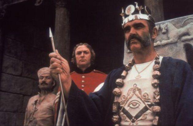 Fotograma de la película 'El hombre que pudo reinar'