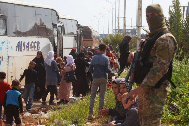 Al menos 70 muertos en Alepo en un atentado contra un convoy de