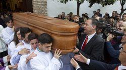 Cientos de personas despiden a Pablo Ráez en Marbella y arropan a sus