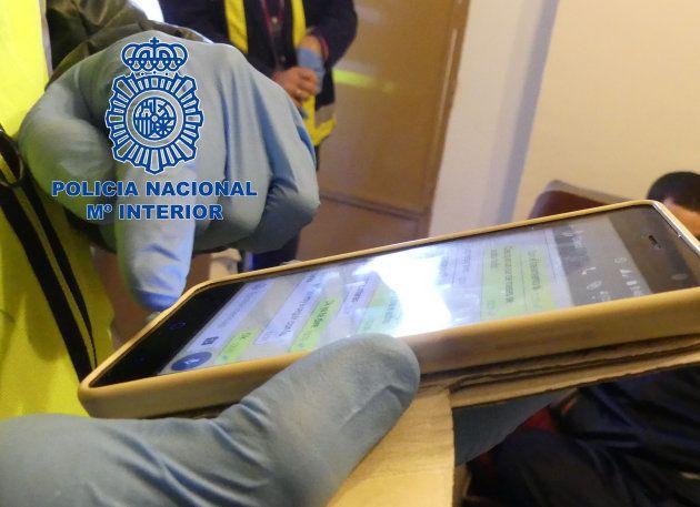Imagen distribuida por la Policía Nacional con uno de los chats