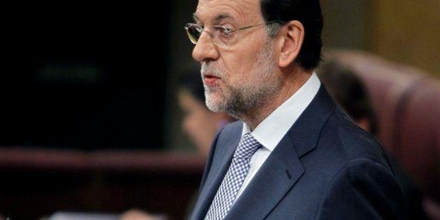Rajoy sube el IVA al 21%, reduce la prestación de paro y quita la paga de Navidad a los