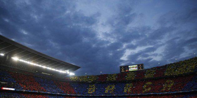 Polémica en Twitter por la pitada monumental del Camp Nou al himno de la