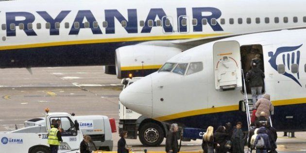 Ryanair reclutará tripulantes de cabina en abril y mayo en Málaga, Granada, Barcelona, Madrid, Sevilla...