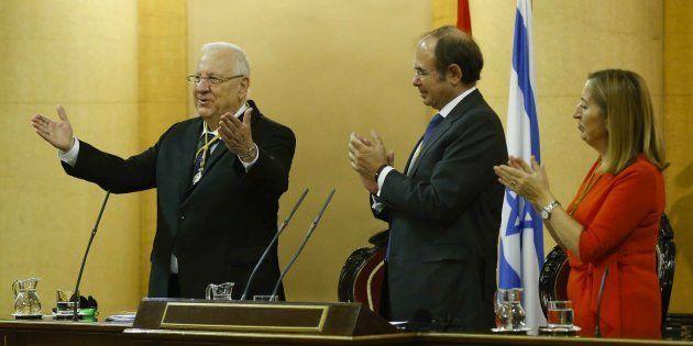 El presidente de Israel, Reuvén Rivlin, con la presidenta del Congreso, Ana Pastor, y el presidente de...