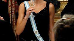 La reina Letizia recicla una falda de hace 13