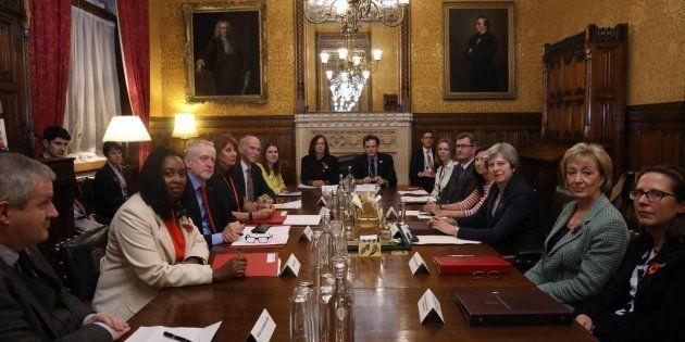 Los partidos británicos se unen para atajar el escándalo de abusos