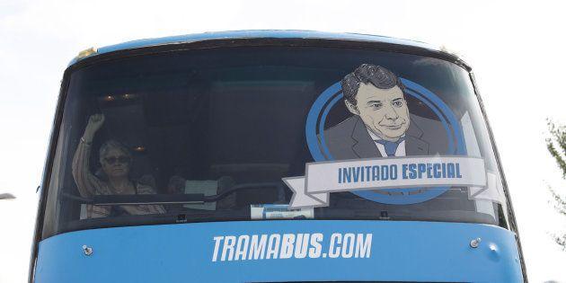 El tramabus de Podemos con la imagen de Ignacio
