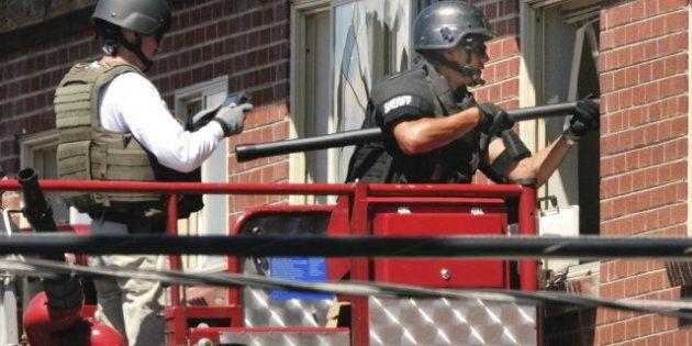 Masacre de Aurora: La Policía detona trampas explosivas en casa del presunto asesino James