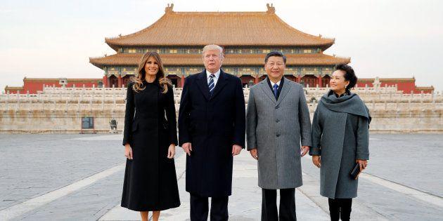 El matrimonio Trump posa junto al presidente chino Xi Jinping y su esposa, Peng Liyuan, en