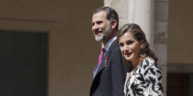 Los Reyes a su llegada al Paraninfo de la Universidad de Alcalá de