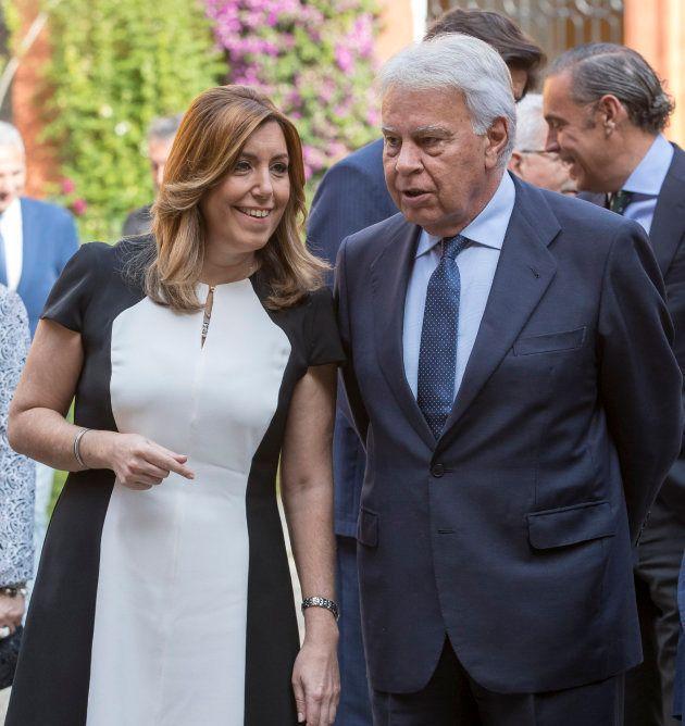 La presidenta andaluza, Susana Díaz, y el expresidente del Gobierno Felipe González, conversan a su llegada...