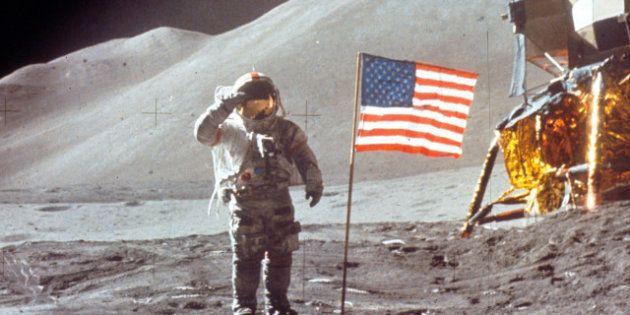 Las banderas de la misiones Apolo todavía están en la luna...excepto