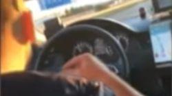 Perplejidad por lo que hace este taxista de Madrid mientras conduce a 120 kilómetros por