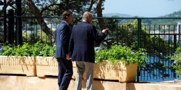 El rey evita subir las escaleras de Marivent con Rajoy tras su última caída (VÍDEO,