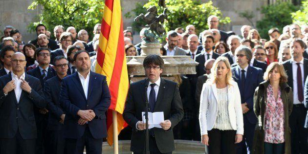 El presidente de la Generalitat, Carles Puigdemont, durante su intervención en la Diada de Sant Jordi,...