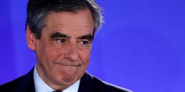 Francois Fillon, emocionado, tras su intervención en el cuartel general de los