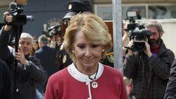 Esperanza Aguirre dimite acosada por la