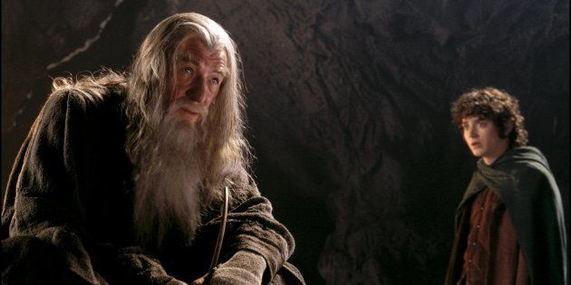 Fotograma de la película de El Señor de los Anillos con Gandalf (Ian McKellen) y Frodo (Elijah Wood)...