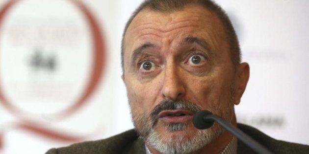 El aplaudido tuit de Pérez-Reverte en apoyo de la igualdad salarial entre las Fuerzas de Seguridad del...