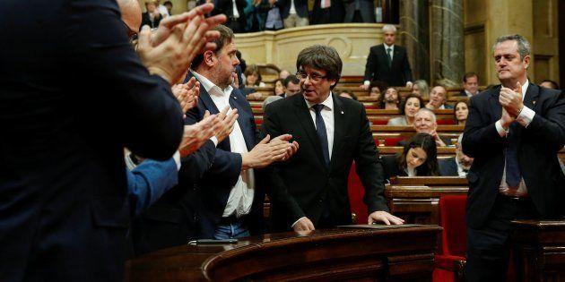 El cesado president de la Generalitat, Carles Puigdemont, tras su comparecencia en el Parlament el pasado...