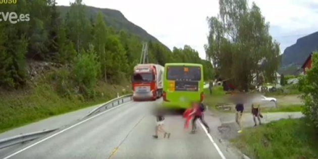 La Guardia Civil pone los pelos de punta con el vídeo de un niño que se libra de milagro de la